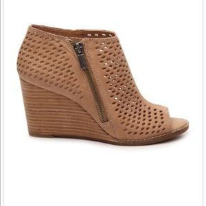 Lucky Brand wedge shootie 8.5